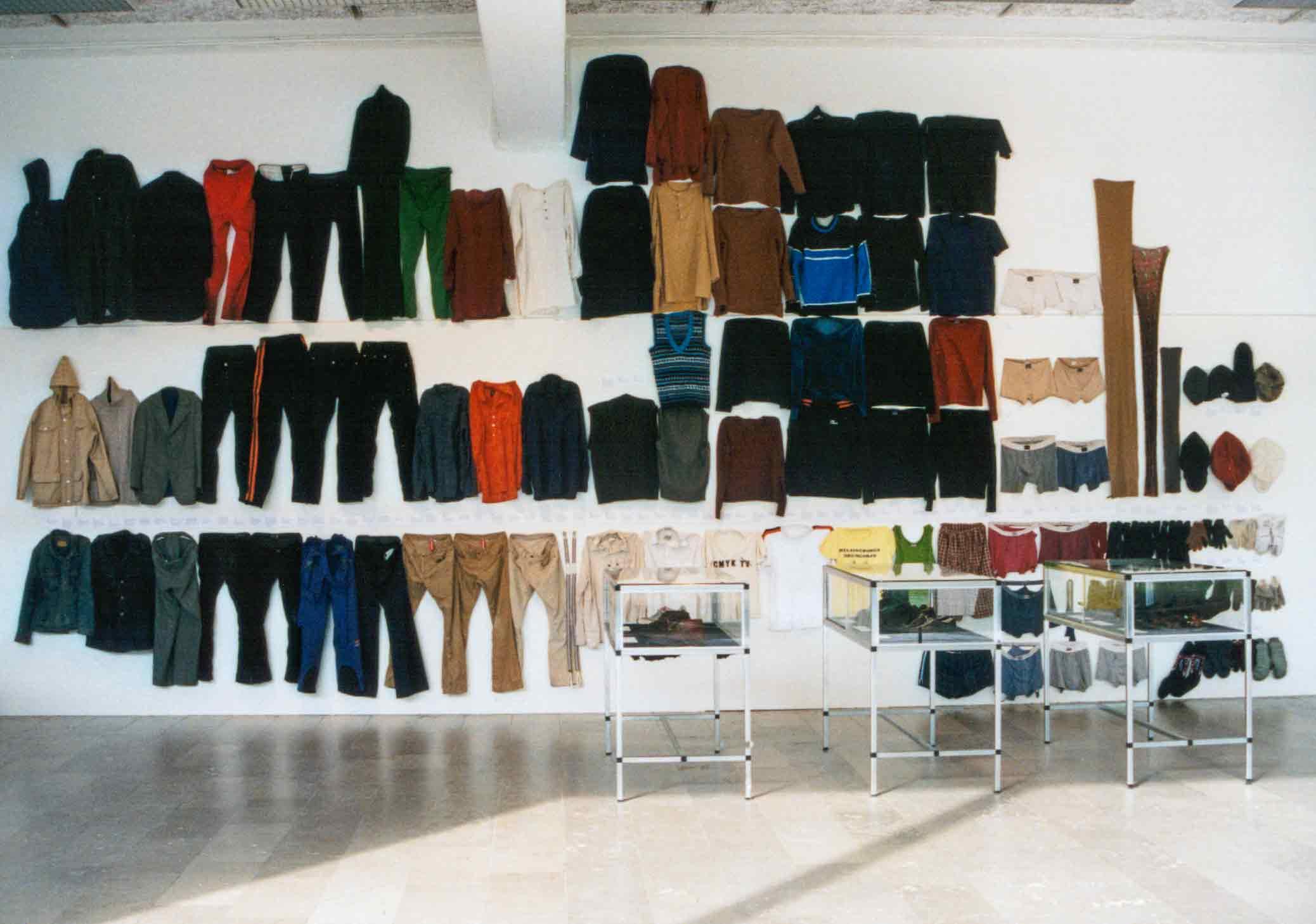 Alla mina kläder, installation med alla mina kläder på Göteborgs konstmuseum 2003.  All my clothes, installation with all my clothes at the Gothenburg Art Museum in 2003.