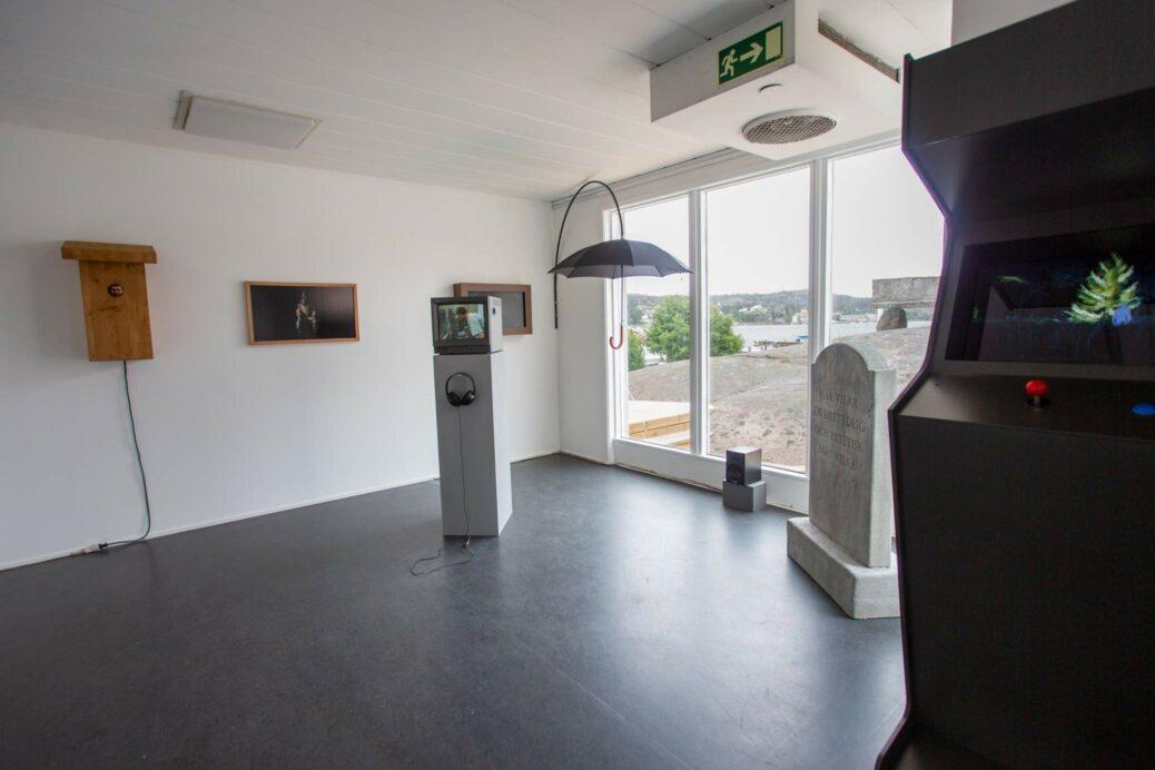 """Installation view from the exhibition Karl & Carl """"Ändhållplats"""" at Galleri Gerlesborg, Sweden"""