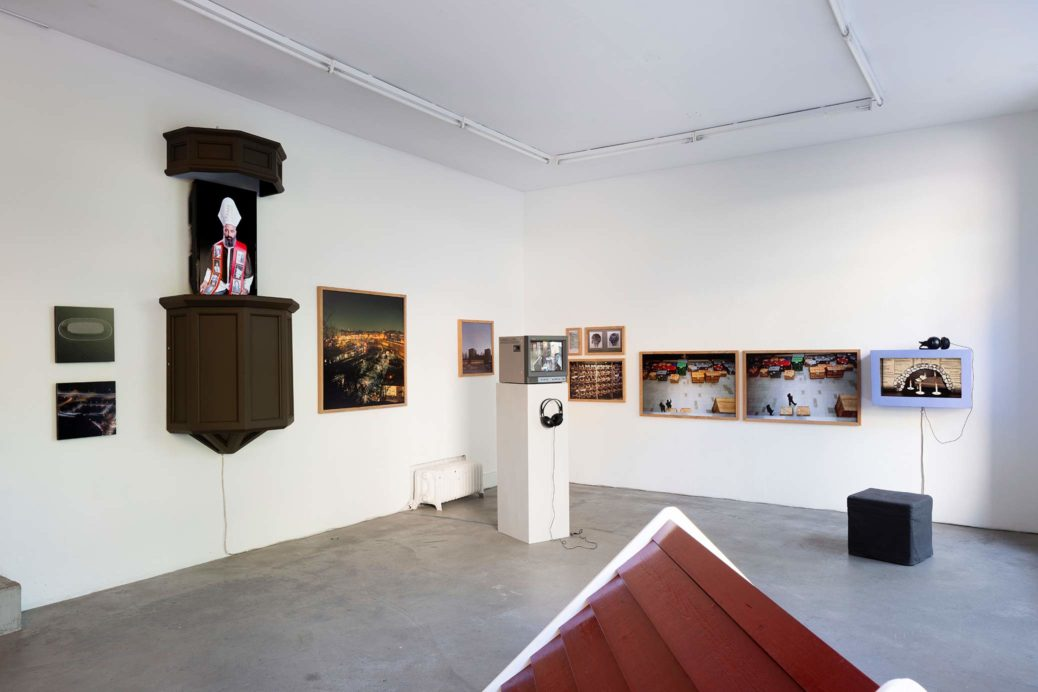 Utställningsvy från Galleri Box, Göteborg. Karl & Carl – Ännu inget svar från tystnaden 28/8–27/9, 2020.