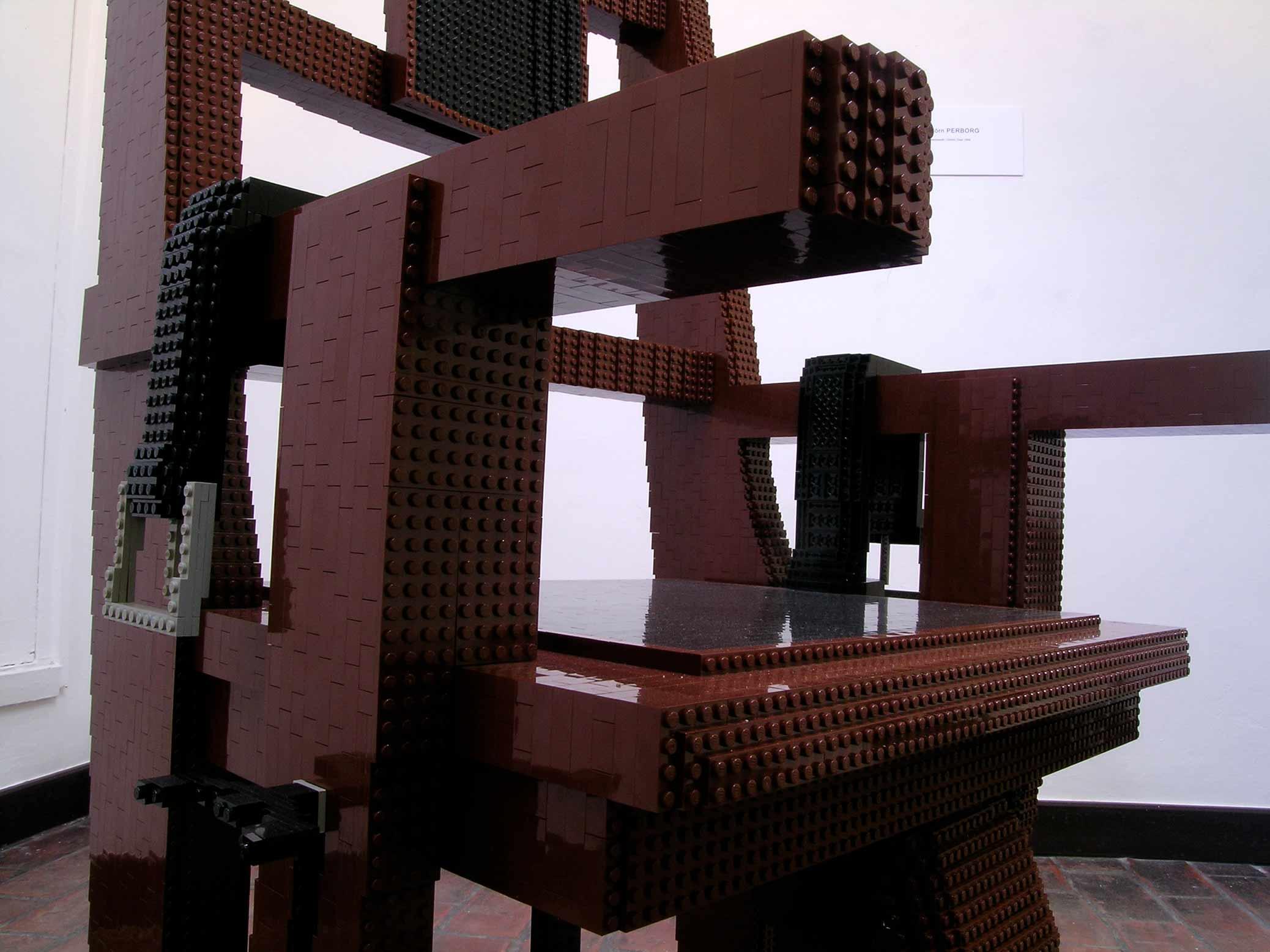 Elektrisk stol, skulptur i LEGO, detalj.